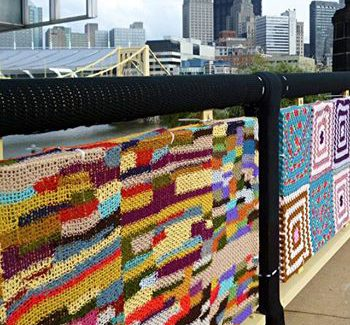 yarn bombing carré